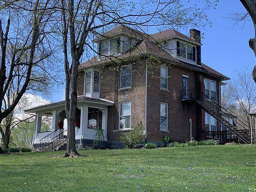 Historic Woodbine House, Circa 1898  Almost two acres in Kentucky