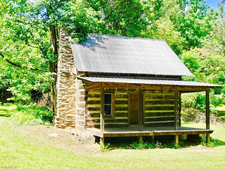Chestnut Log Cabin And A Farmhouse On 29 Acres In Va Mountains 269 900 The Old House Life